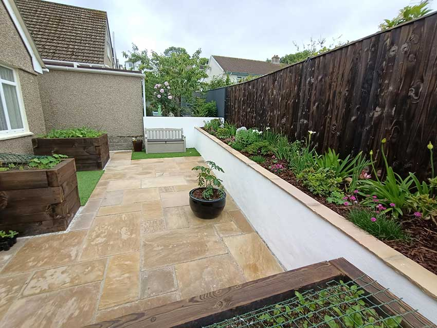 Garden and drive way109